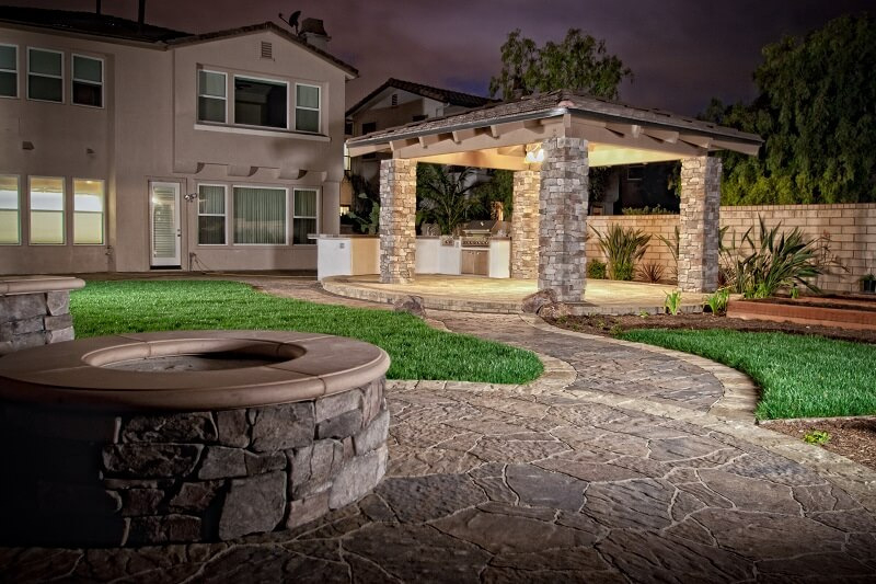 Back-Patio-Firepit-Pavers